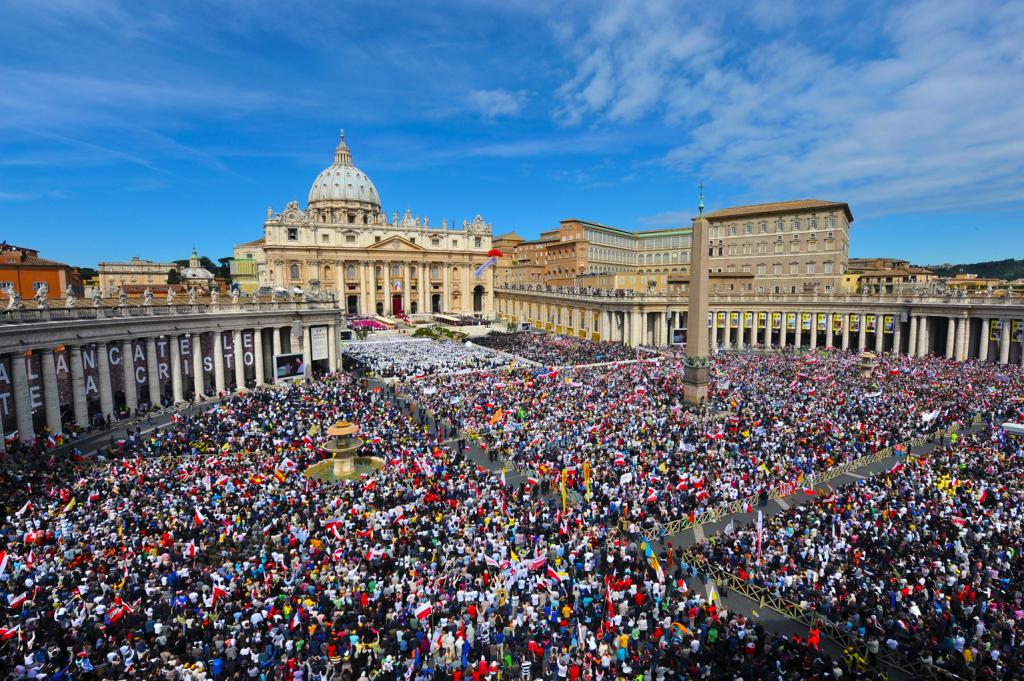 Folla-in-Piazza-S.-Pietro