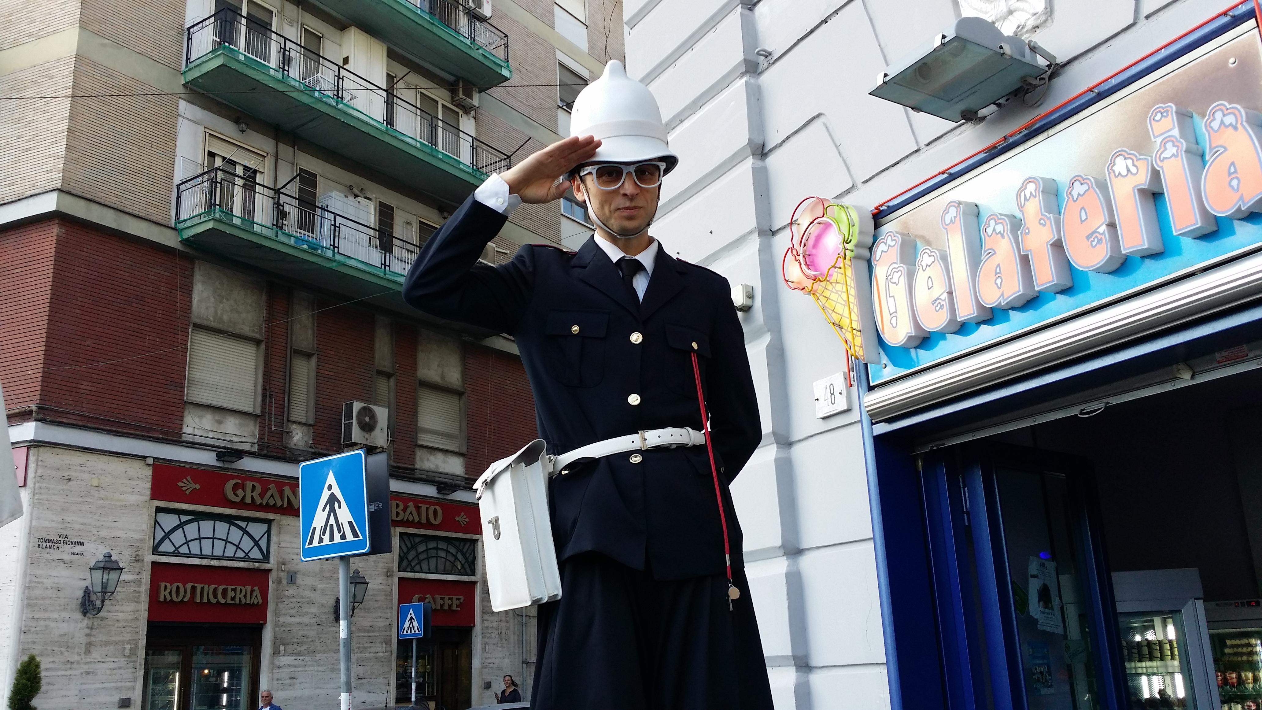 Piazza Nazionale_artisti di strada_Napoli