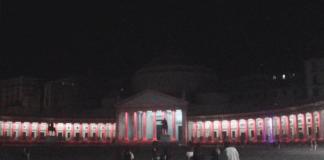 Napoli illuminata di rosso
