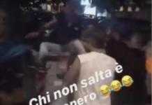 Anziano gettato in un cassonetto a Napoli, virale il video su Facebook