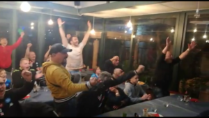 L'esultanza dei tifosi del club Napoli house di Cagliari