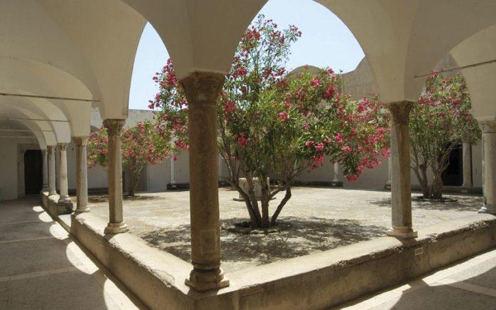 carrelli elettrici vietati nella Certosa di San Giacomo