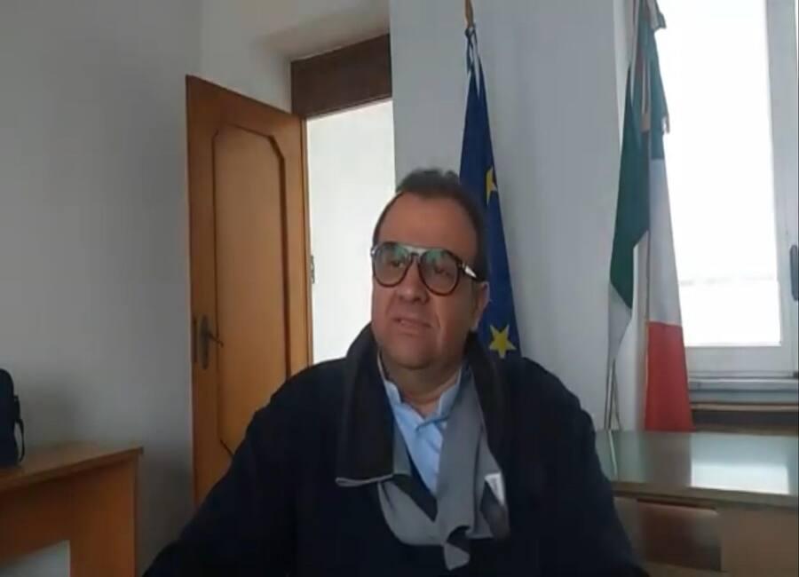 Castagna è il primo sindaco vaccinato di Ischia