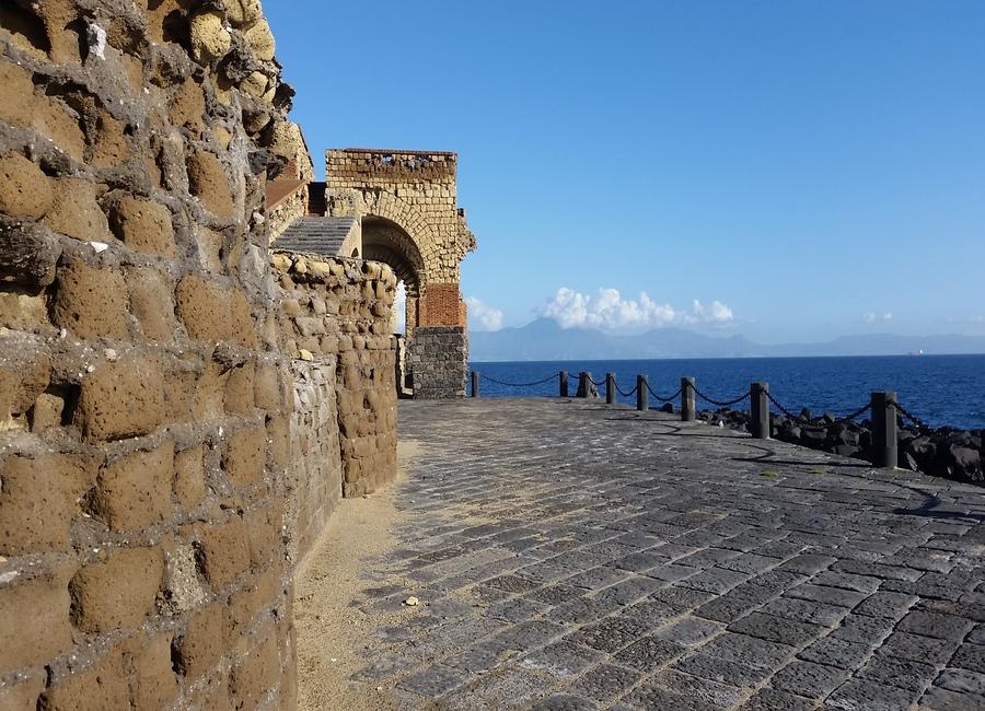 Spettacoli teatrali: si riparte dalle terrazze di Castel dell'Ovo